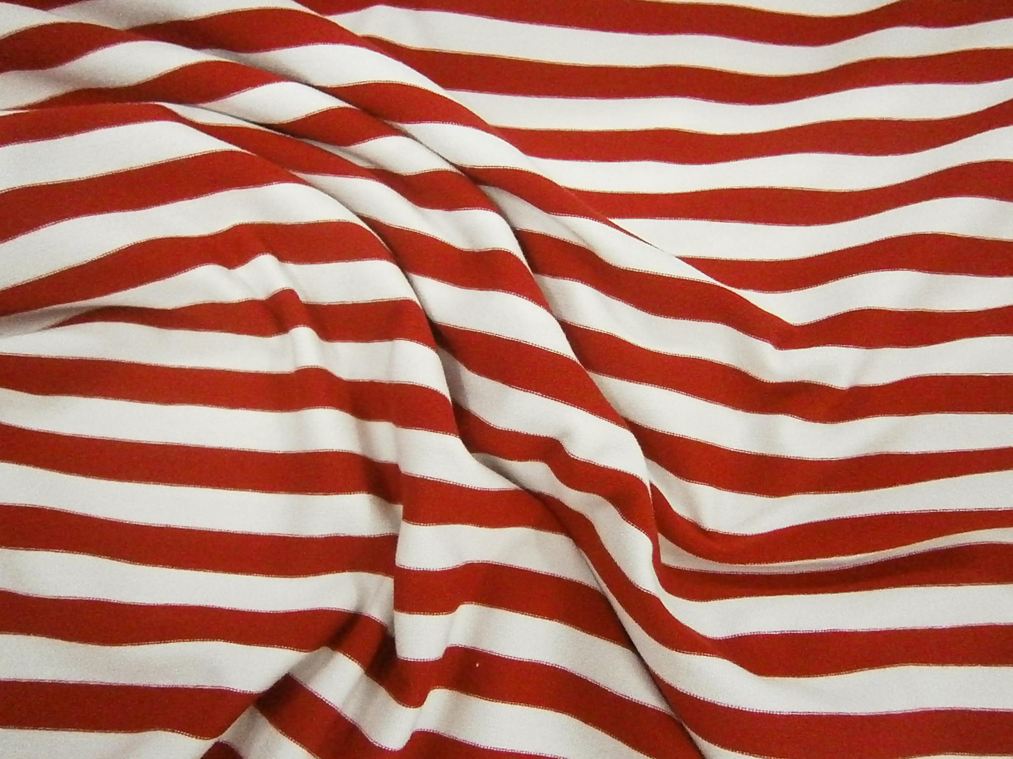 Pruh červená + bílá 1x1cm posledních 8m empty a323d0a4898